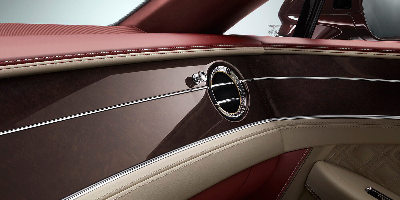 NEW-BENTLEY-CONTINENTAL-GT-CONVERTIBLE-FRONT-INTERIOR-CONSOLE-WOOD-VENEER-DETAIL